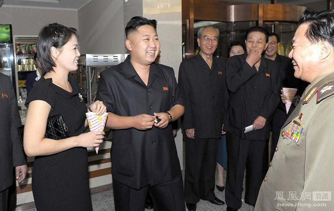 Vợ chồng Kim Jong-un thường đeo đồng hồ đôi giá bình dân - 1