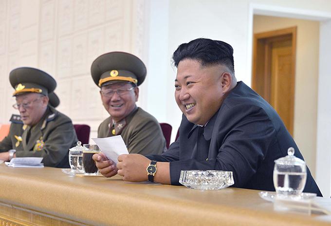Vợ chồng Kim Jong-un thường đeo đồng hồ đôi giá bình dân - 4