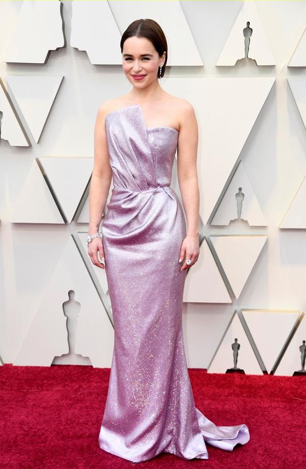 Người đẹp Games of Throne Emilia Clarke dự lễ trao giải với vai trò người công bố giải thưởng.