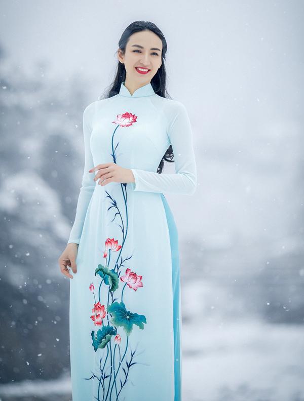 Ngọc Diễm mới có chuyến công tác ở Nhật Bản. Nhân dịp này cô thực hiện bộ ảnh thời trang với cảnh tuyết rơi trắng xóa mọi nẻo đường.