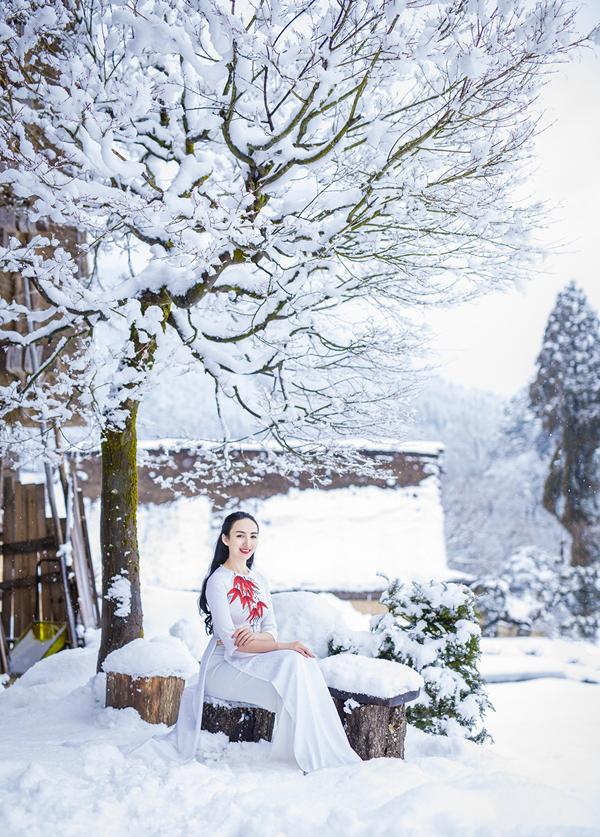 Hai nhiếp ảnh gia người Việt đang sống ở Nhật bất ngờ về khả năng chịu lạnh của Ngọc Diễm.