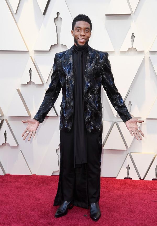 Ngôi sao The Avengers Chadwick Boseman diện trang phục phong cách lấy cảm hứng từ nhân vật của anh trong phim.