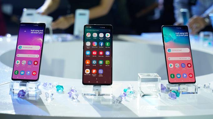 1 tuần sau khi được giới thiệu tại sự kiện Samsung Unpacked ở San Francisco, Samsung đã ra mắt bộ 3 điện thoại Galaxy S10, S10+ và S10e tại Việt Nam.