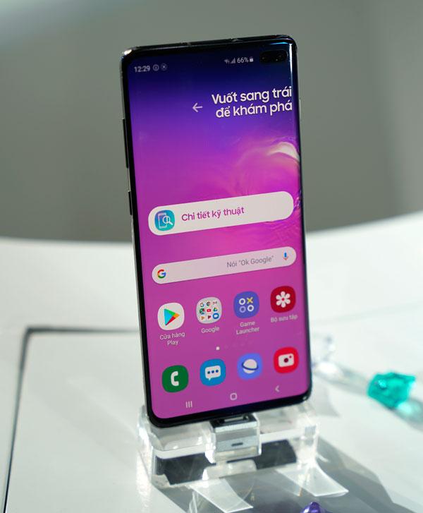 Bộ ba Galaxy S10cho đặt trước từ ngày27/2-7/3. Máy bán ra ngày 8/3. Khách hàng đặt trướcnhận được quà tặng tai nghe không dây Galaxy Buds,bao Clear View, bảo hiểm rơi vỡ mộtnăm...