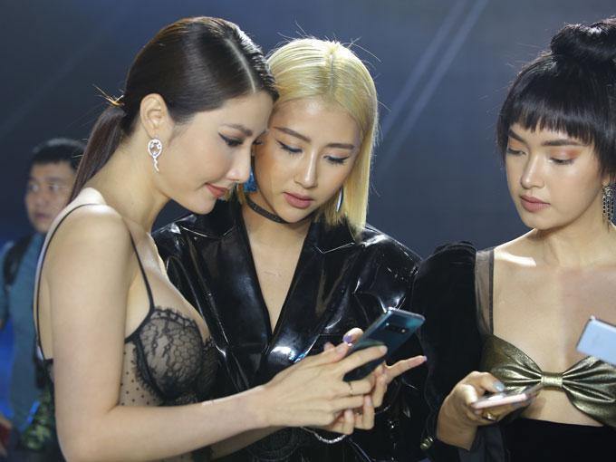Galaxy S10e, S10 và S10+ sở hữu nhiều màu sắc mới, hứa hẹn là điểm thu hút các khách hàng đam mê thời trang.
