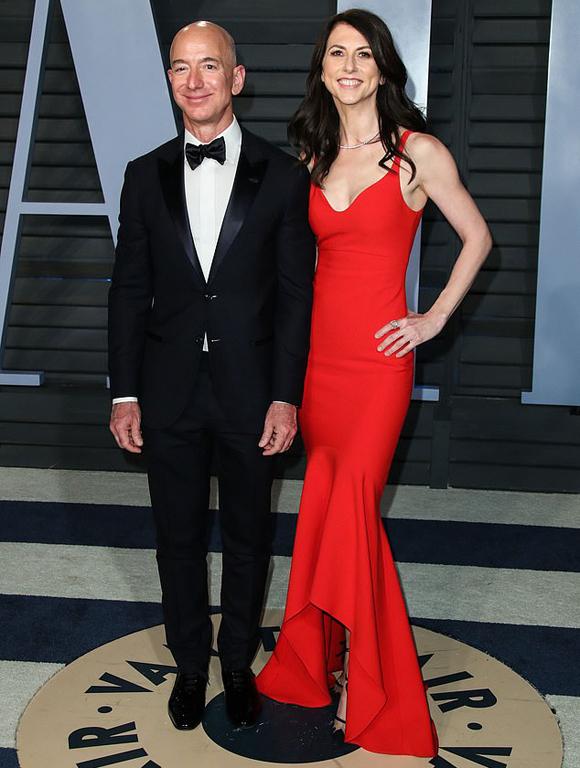 Jeff Bezos và MacKenzie trong bữa tiệc Vanity Fair ở Oscar năm 2018. Ảnh: Avalon.