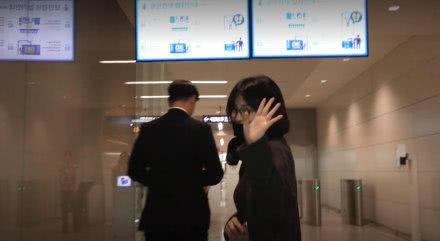 Song Hye Kyo để nhẫn cưới ở nhà khi đi sự kiện nước ngoài.