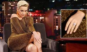 Katy Perry khoe nhẫn đính hôn triệu đô trên truyền hình