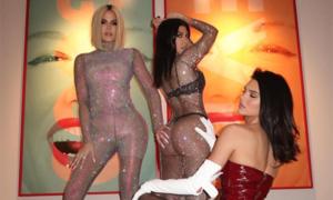 Khloe Kardashian chụp ảnh cùng chị em, gác nỗi buồn bị phản bội