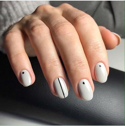 Móng tay được phủlớp sơn trắng và điểm những dấu chấm tròn, đường kẻ sọc cho cô dâu yêu thích sự đơn giản.