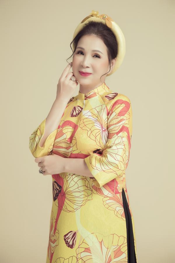 Nữ diễn viên hiện có cuộc sống hạnh phúc, bình yên bên ông xã, con trai, con dâu và các cháu nội tại TP HCM. Con trai của chị là ca sĩ Huy Luân còn con dâu là MC Thanh Phương.