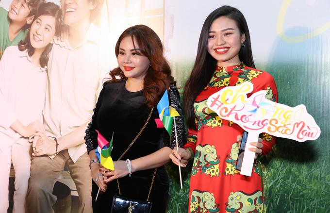 Nghệ sĩ Lê Giang đi cùng con gái Lê Lộc.