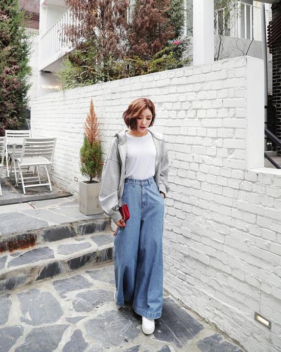 Sơ mi over size không chỉ được sử dụng như các mẫu váy dáng suông mà còn mang tới nhiều cách phối đồ bắt mắt.