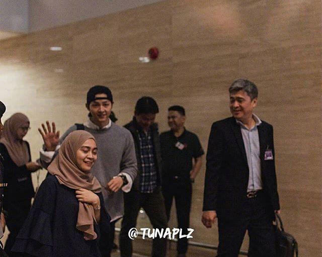 Song Joong Ki tại sân bay.