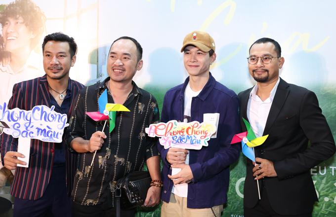 Từ trái qua: nhà sản xuất Bá Cường, diễn viên Tiến Luật, Anh Tú và đạo diễn Huỳnh Đông.