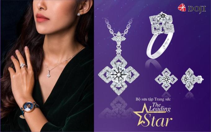 Với tên gọi The Leading Star, bộ sưu tập là món quà trao gửi sự ghi nhận, tin tưởng dành cho người phụ nữ – vì sao luôn tỏa sáng nguồn năng lượng vô tận trong trái tim của bạn. Họ là những phụ nữ hiện đại, tự tin đầy khí chất.
