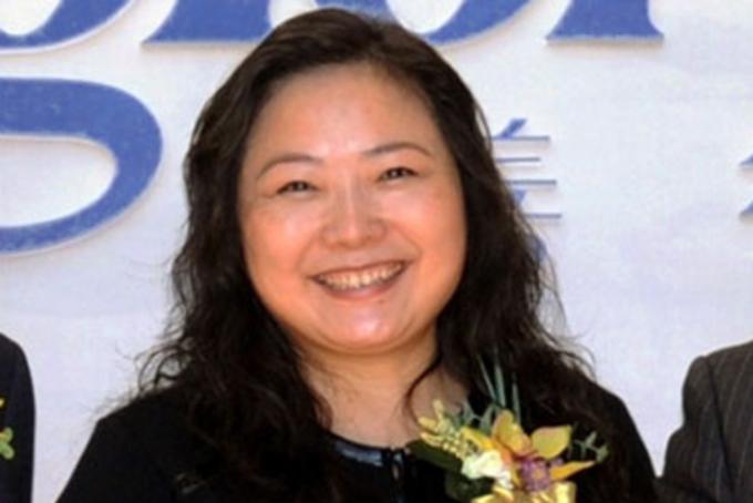 Nữ tỷ phú này không xuất thân giàu, bà sinh năm 1964 trong một gia đình bình dân tạithành phố Trùng Khánh, Trung Quốc.
