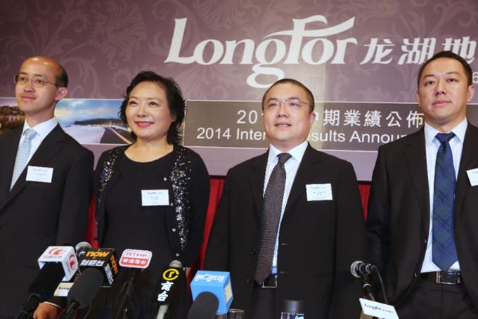 Tháng 11/2018, Wu từ chức chủ tịch và chuyển 44% cổ phần công ty của mình cho con gái là Cai Xinyi để thực hiện kế hoạch kế vị. Với việc bà Wu trao quyền sở hữu cổ phần cho Cai Xinyi, Trung Quốc đã góp thêm một cái tên mới trong danh sách những tỷ phú trẻ tuổi nhất thế giới. Thông tin cá nhân về Cai Xinyi được bảo mật khá kỹ càng. Tiểu sử, tình trạng việc làm và hôn nhân của cô đều không được đề cập đến trong thông báo của công ty.