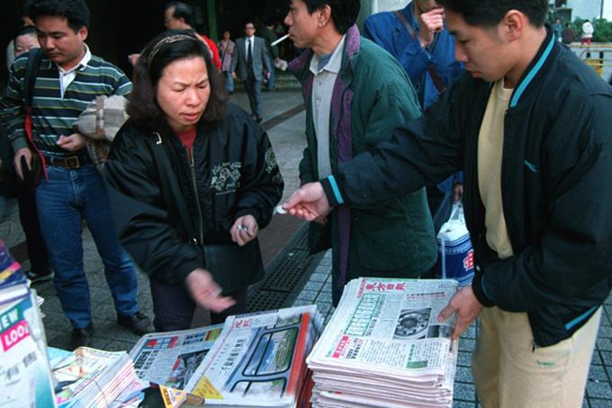 Sau 4 năm làm công nhân, bà Wu chuyển sang làm phóng viên bất động sản cho hãng tin China Shirong News Agency và làm việc tại đây trong 5 năm, suốt thời hoàng kim về lợi nhuận của các tờ báo Trung Quốc, theo tờ Economist.