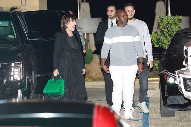Mẹ Kim - bà Kris Jenner - trẻ trung sánh đôi bên bồ trẻ kém 25 tuổi,  Corey Gamble.