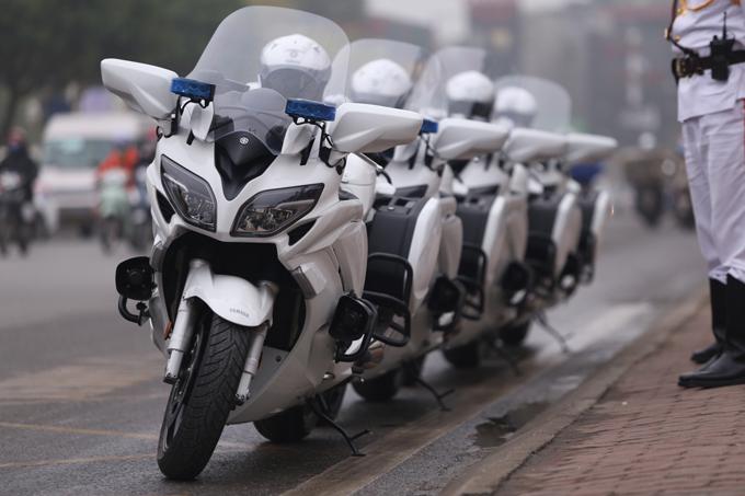 Yamaha FJR1300 là mẫu môtô sport-touring của Nhật. FJR1300 được kết hợp khả năng chạy nhanh, mạnh của những chiếc sport-bike với dáng ngồi thoải mái, cân nặng gần 300 kg mỗi chiếc. Xe có khối động cơ 4 xy-lanh thẳng hàng, dung tích 1.300 cc làm mát bằng dung dịch, phun xăng điện tử.