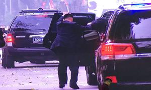 Xe chở Trump - Kim vội vã rời khách sạn Metropole