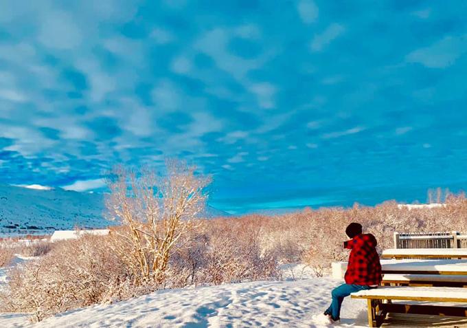 Điểm đặc biệt là cùng thời điểm, Hồ Quang Hiếu cũng đang ở Iceland và chia sẻ góc ảnh y chang những tấm hình của Bảo Anh, khiến fan nghi ngờ hai người đã tái hợp.