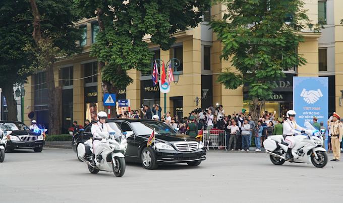 Đoàn xe Trump - Kim vội vã rời khách sạn Metropole - 1