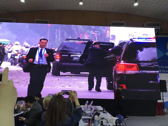 Đoàn xe Trump - Kim vội vã rời khách sạn Metropole