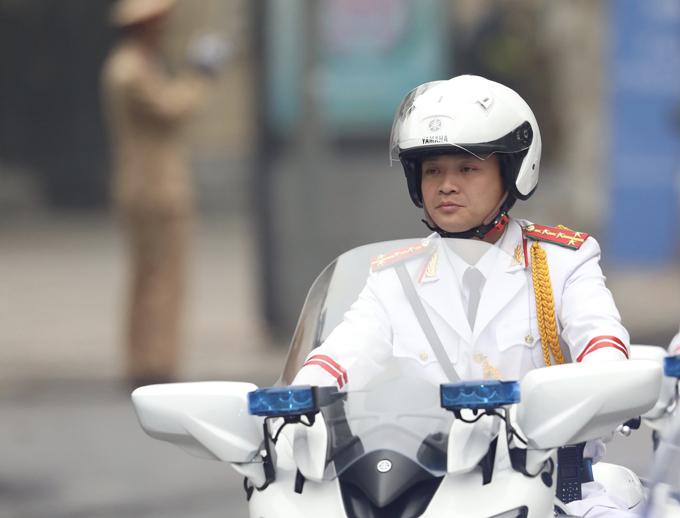Một thành viên trong đội môtô dẫn đường ở hội nghị. Ảnh: Ngọc Thành.