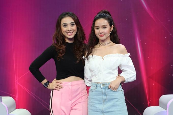Miko Lan Trinh (trái) và Midu là hai khách mời tiếp theo của chương trình Giác quan thứ 6. Hai người đẹp diện trang phục năng động khi đi ghi hình cùng nhau.