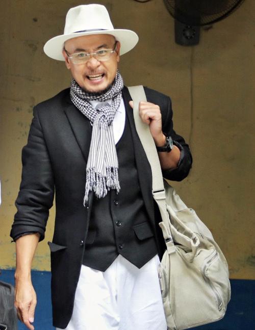 Ông Vũ rời tòa sau khi HĐXX tuyên bố tạm ngưng phiến tòa để xác minh thêm các chứng cứ liên quan đến khoản tiền hơn 2.100 tỷ đồng. Ảnh: Thành Nguyễn.