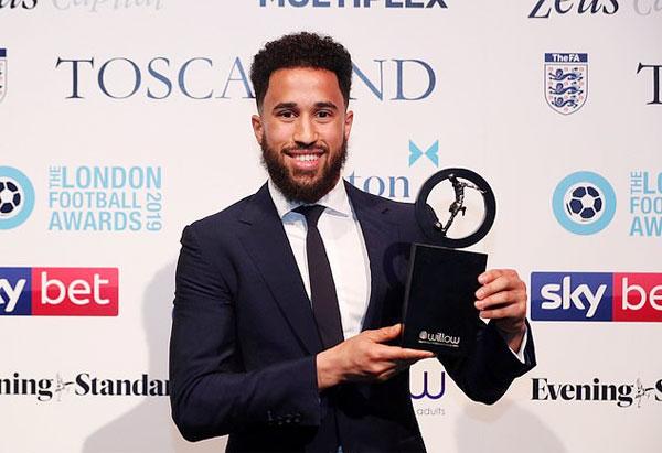 Andros Townsend của Crystal Palace nhận giải Bàn thắng đẹp nhất năm.