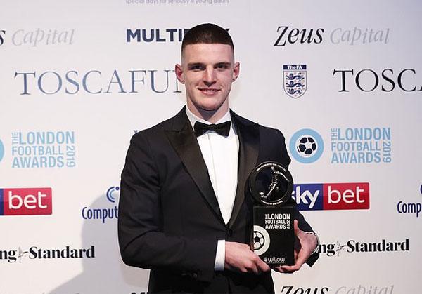 Tiền vệ 20 tuổi Declan Rice của West Ham giành giải Cầu thủ trẻ hay nhất năm.