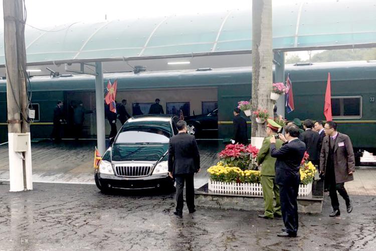Lối lên xuống cho hai xe sang của Chủ tịch Triều Tiên được làm mới tại ga Đồng Đăng. Ảnh: Anh Duy.