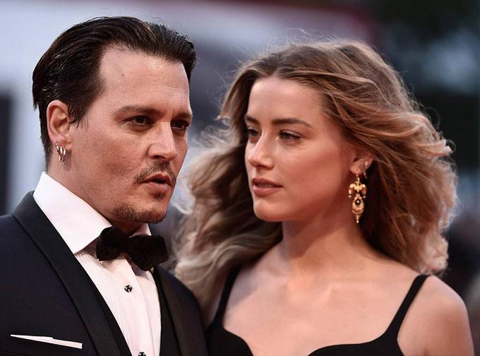 Johnny Depp kiện Amber Heard tội dối trá, phỉ báng danh dự của anh.
