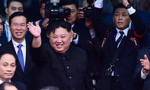 Chủ tịch Triều Tiên tươi cười khi rời Việt Nam