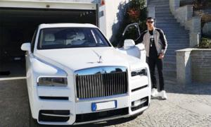 C. Ronaldo khoe siêu xe mới