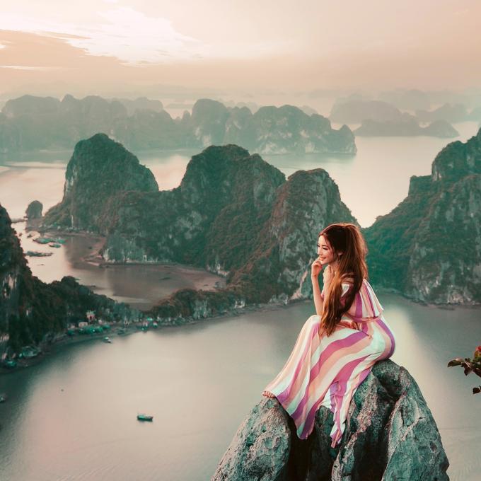 Nàng công chúa tóc mây gốc Việt trong một chuyến đi đến Hạ Long năm 2018. Ảnh: Sarah Tran