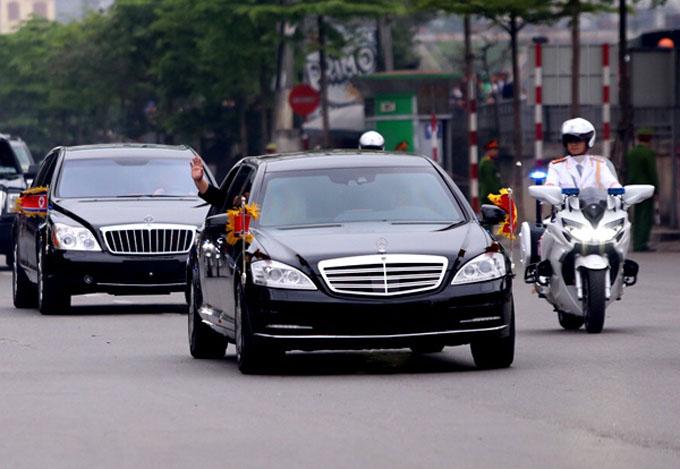 10h sáng 2/3, ông Kim Jong-un cùng đoàn tùy tùng lên ôtô rời Hà Nội, di chuyển đến ga Đồng Đăng, Lạng Sơn, để lên tàu bọc thép về nước. Ảnh: Phạm Dự.