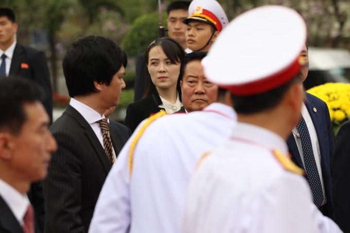 Kim Yo-jong, em gái của nhà lãnh đạo Triều Tiên, cũng có mặt trong đoàn người vào viếng lăng Chủ tịch Hồ Chí Minh. Ảnh: Ngọc Thành.