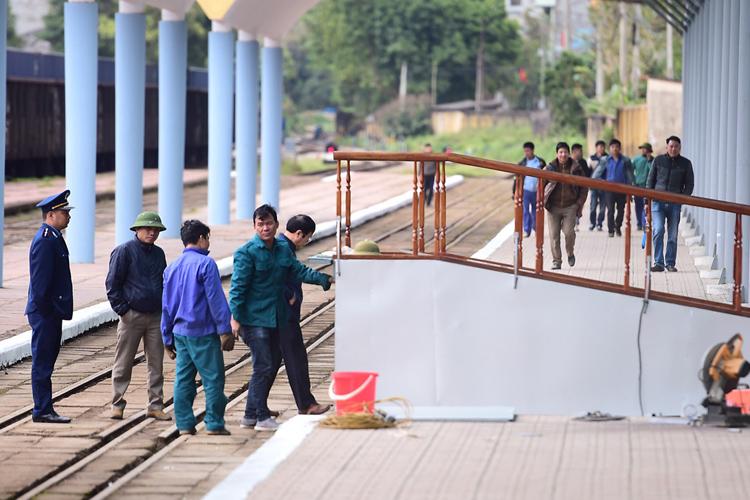Lối lên xuống cho lãnh đạo Triều Tiên tại ga Đồng Đăng. Ảnh: Giang Huy.