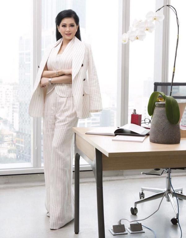 Sau sự kiện trên cựu diễn viên về nước tiếp tục công việc của một nữ doanh nhân. Chị đang điều hành tập đoàn lớn ở Việt Nam với doanh thu hàng nghìn tỷ đồng mỗi năm.