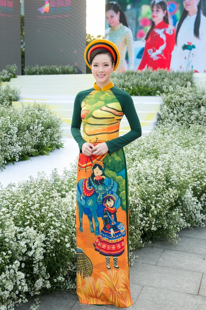 Đại sứ Lễ Hội Áo Dài 2019 Doanh nhân Trang Phương gây chú ý với vẻ đẹp thuần khiết - 1