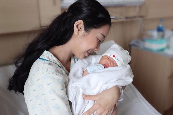 Em gái Nhã Phương sinh con đầu lònghôm 11/2.