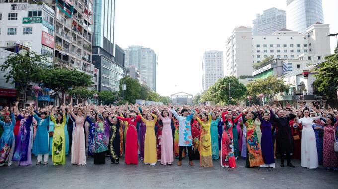 Đại sứ Lễ Hội Áo Dài 2019 Doanh nhân Trang Phương gây chú ý với vẻ đẹp thuần khiết