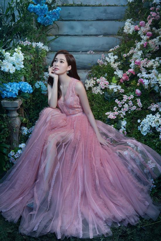 Đặng Thu Thảo diện đầm dạ hội khoe vẻ đẹp mong manh