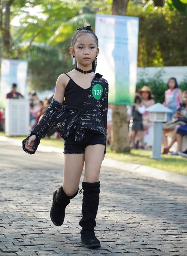 Xuân Lan tỏ ra ngạc nhiên bởi nhiều em nhỏ đã có phong thái catwalk tự tin, chuyên nghiệp.