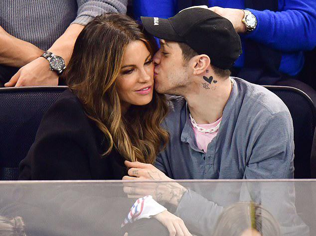 Kate Beckinsale đã là mẹ của cô con gái 20 tuổi. Nữ diễn viên Total Recall từng hẹn hò tài tử Michael Sheen suốt 8 năm và kết hôn với đạo diễn Len Wiseman từ năm 2004 đến 2016.