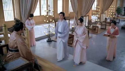 Nữ diễn viên Đài Loan để lộ chiếc dép hiện đại trong một cảnh quay.